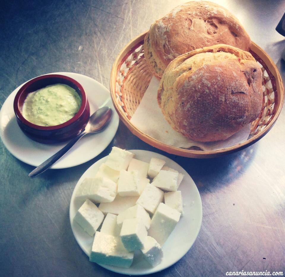Casa Josefina - Pan, alioli y queso